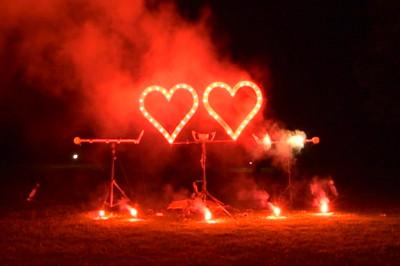 2 brennende Herzen